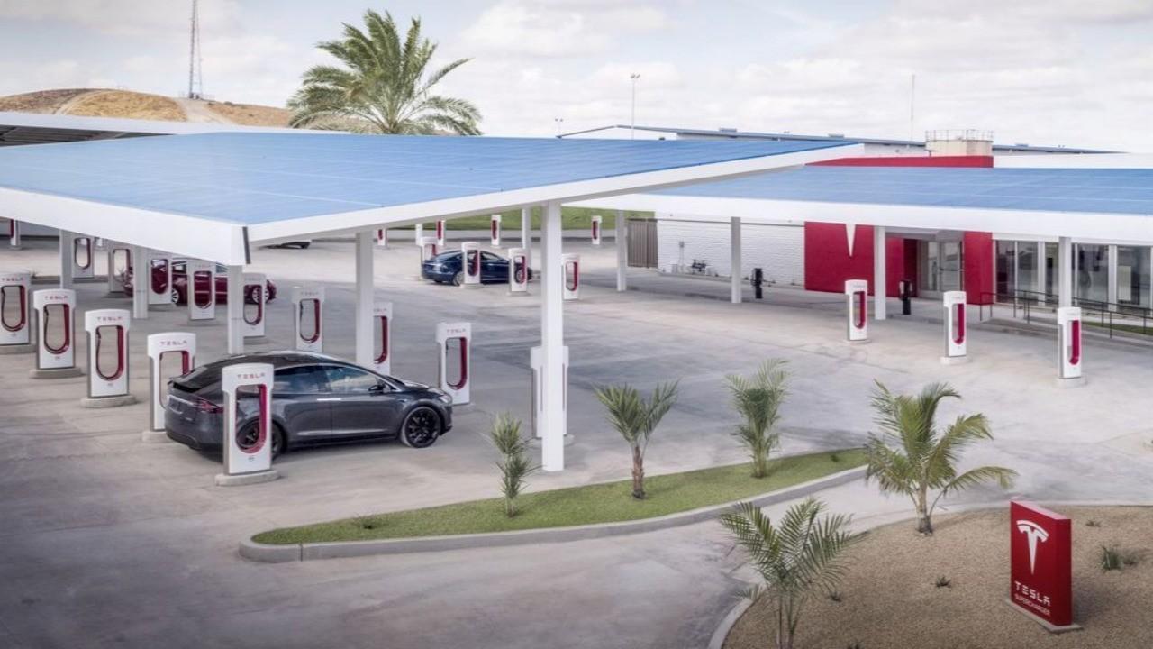 Ford's Garage Meet Tesla's Diner